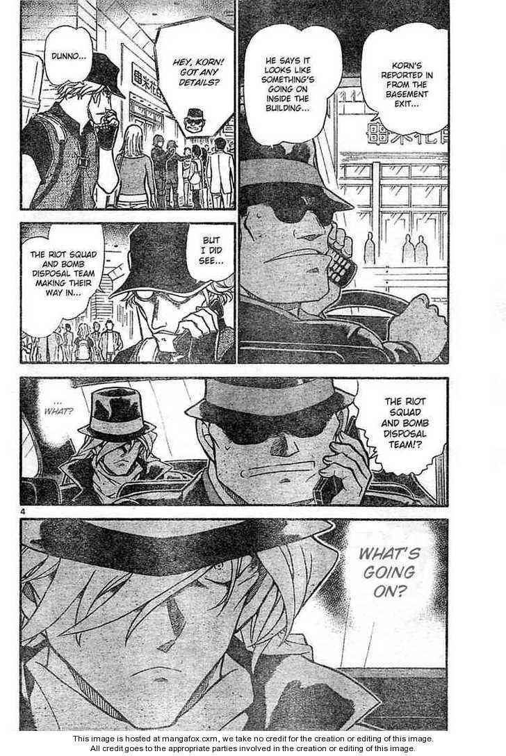 Detective Conan 702 Page 4